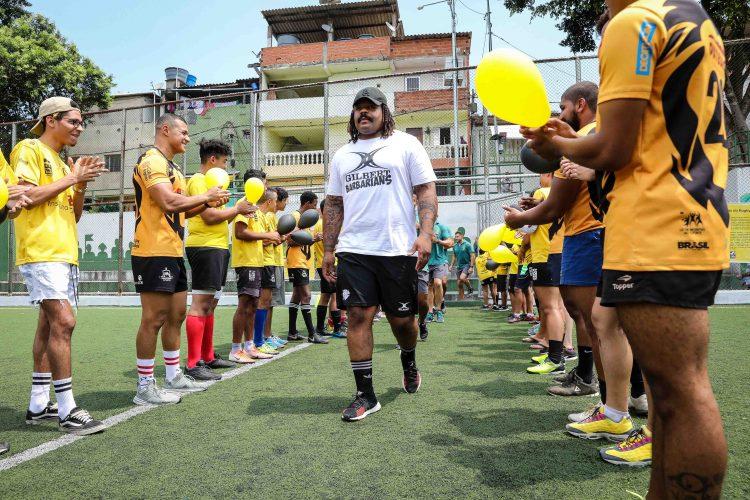 Em atividade de legado social, Barbarians visitam o projeto social Rugby Para Todos, em Paraisópolis
