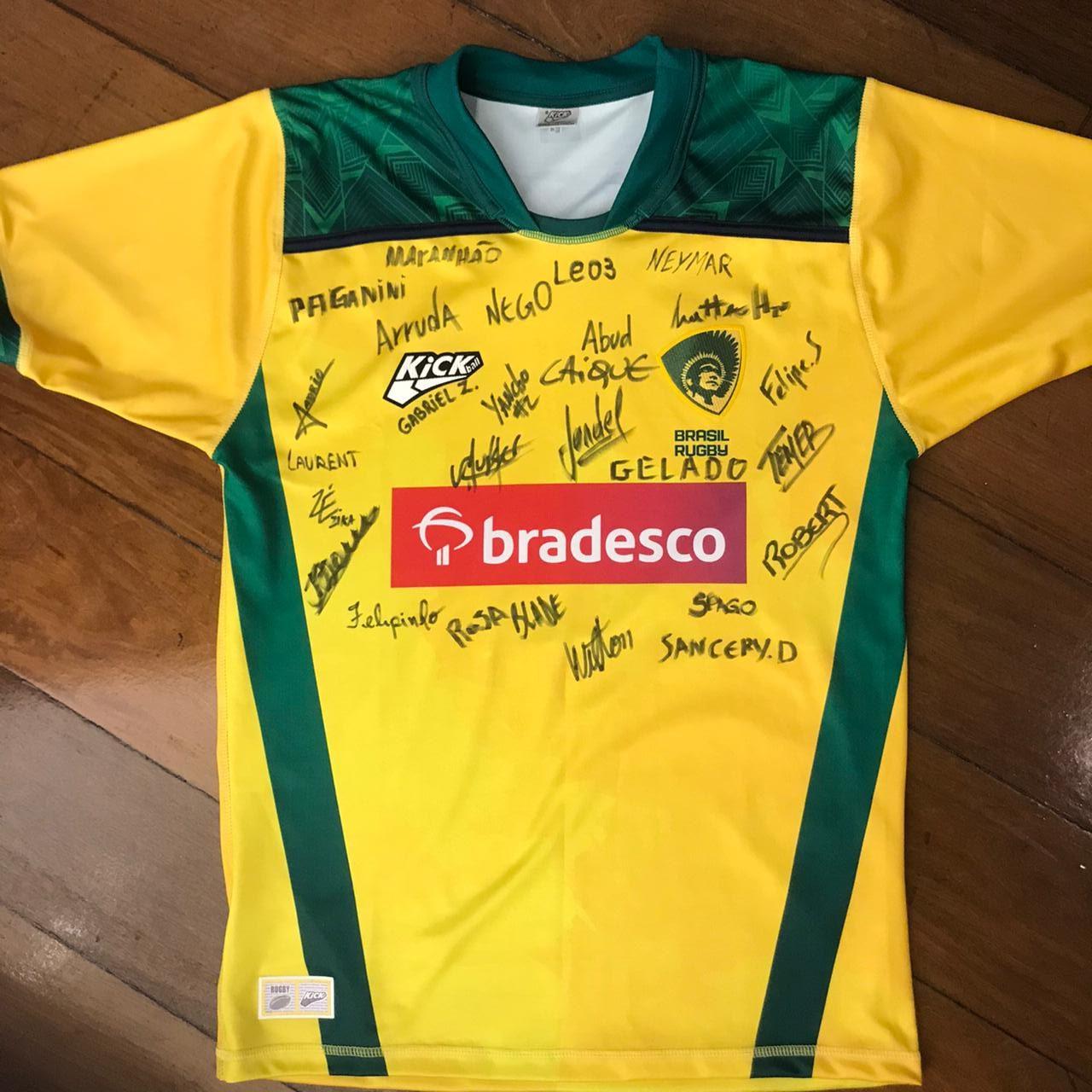 CBRu realiza leilão de bola e camisa autografadas com verba revertida para instituição