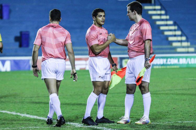 Arbitragem brasileira no campeonato uruguaio de rugby